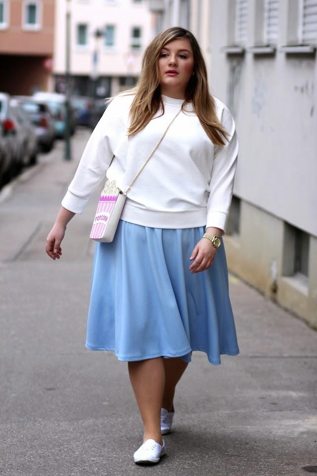 Plus Size Outfit blau und weiß