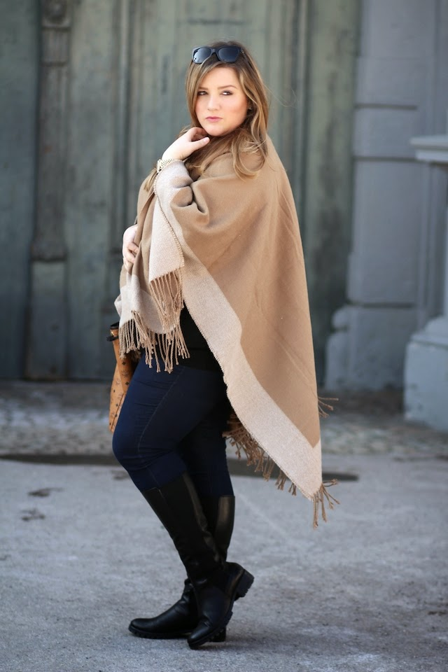 Plus Size Blog Deutschland Cape in Camel