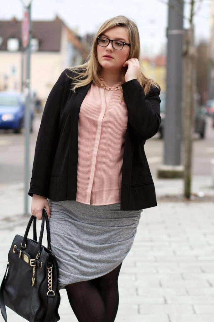 Plus Size Bloggerin Büro Business