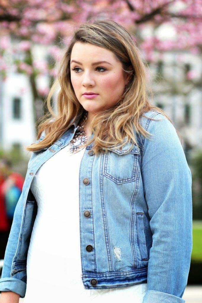 Plus Size Blogger Theodora