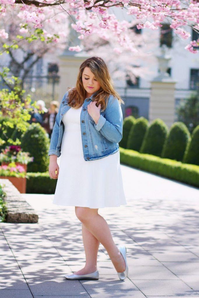 weißes Kleid Jeansjacke
