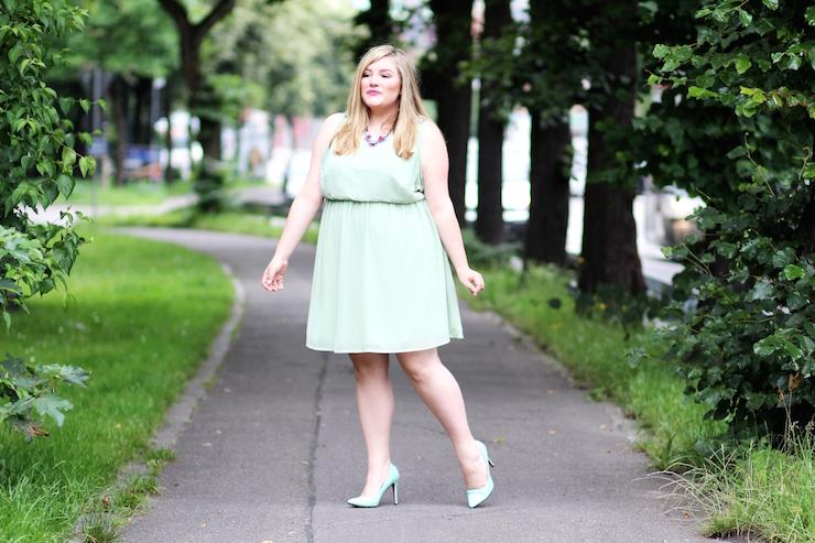 grünes Kleid curvy