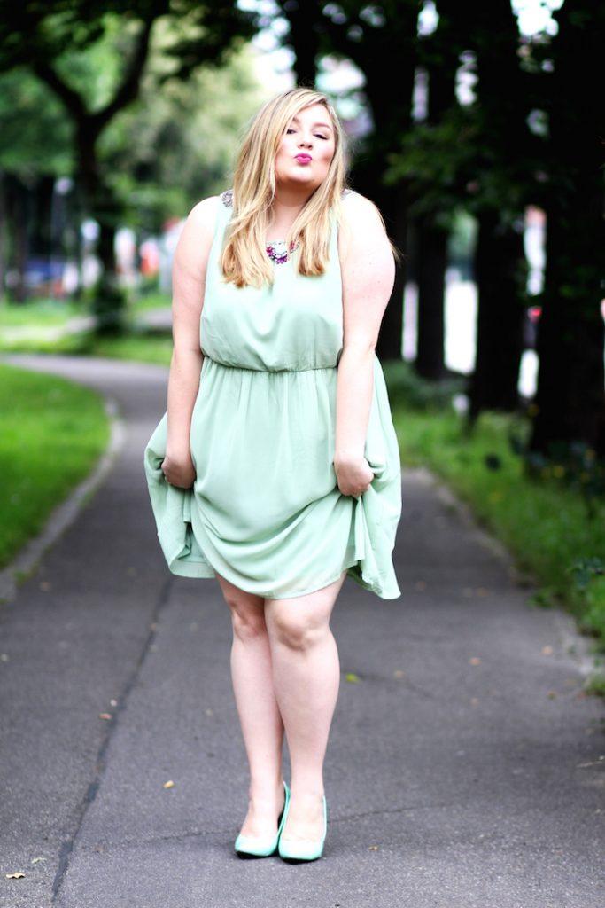 grünes Kleid Outfit