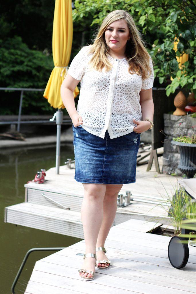 jeansrock mit spitzenbluse