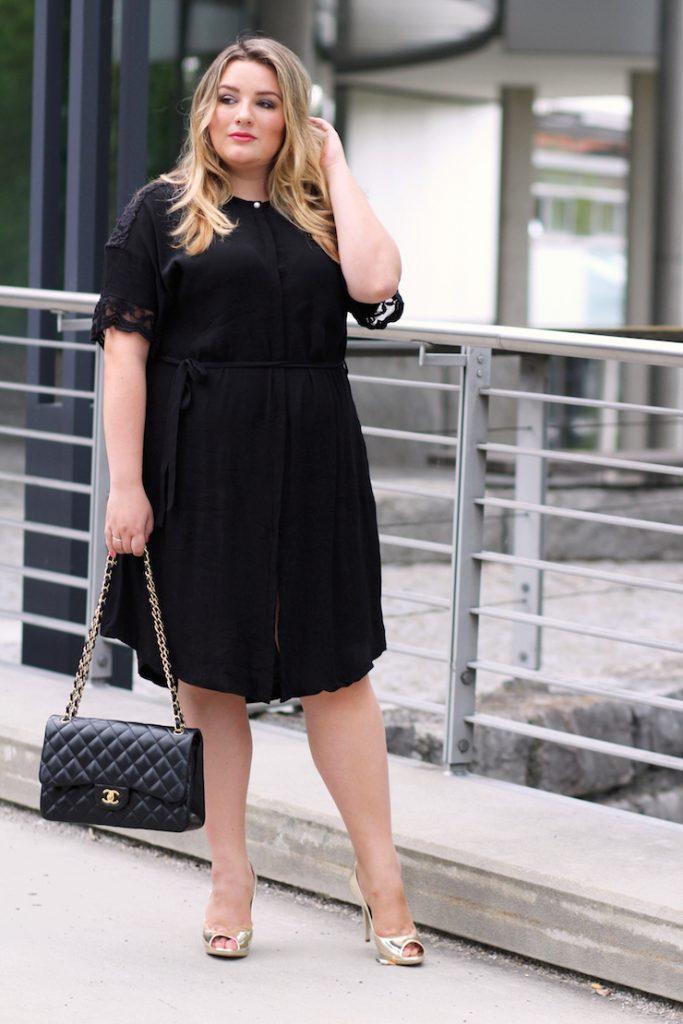 Plus Size Outfit schwarzes Kleid edel