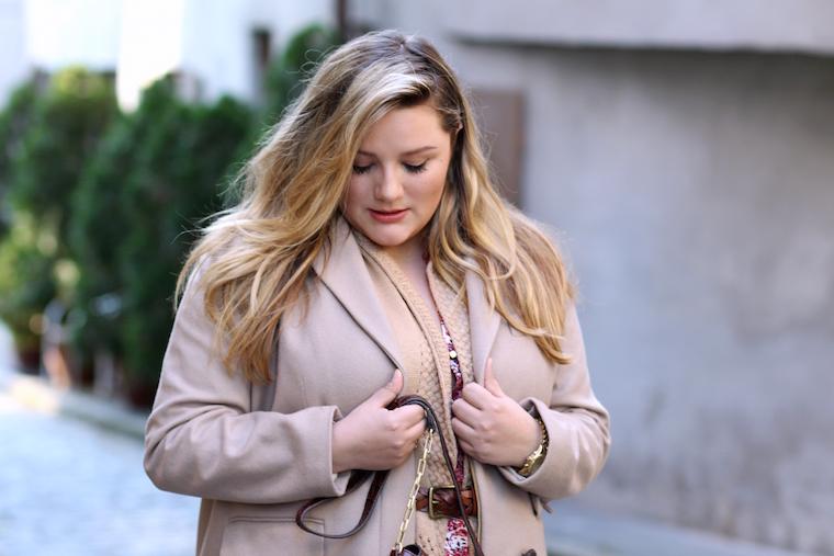 Mantel Plus Size Blogger