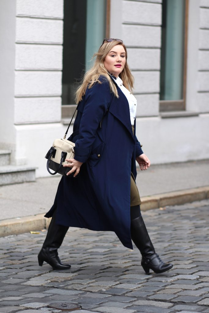 plus size look sheego blauer mantel weitschaftstiefel