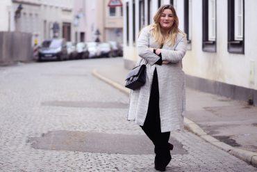 Plus Size Outfit grauer Mantel